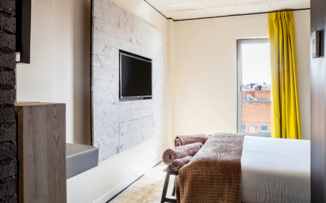 habitacion doble con television