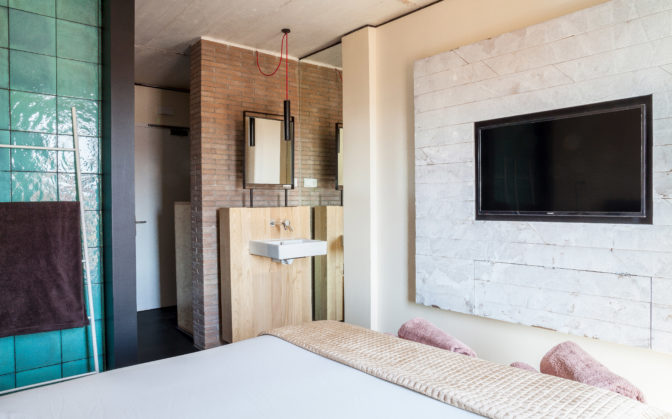 habitacion-doble-con-terraza-television